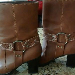 Brown leather Dingo boots